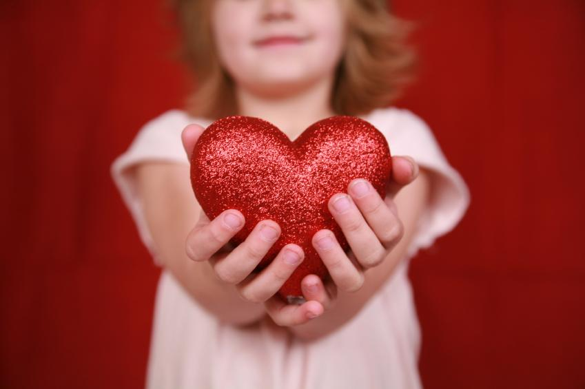child holding heart-6a01156fe19a39970c013481d391f6970c