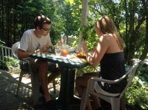 South Shores Tavern-lunch-in-the-garden